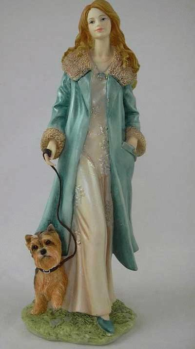 """Lady beim Spaziergang mit Yorkshire Terrier """"Cheryl"""""""