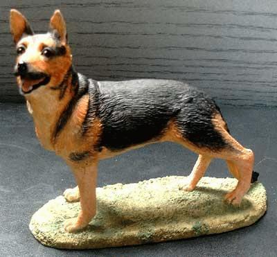 Stehender Schäferhund