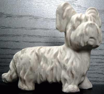 Stehender Skye-Terrier