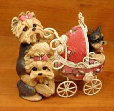 Yorkshire Terrier mit Kinderwagen