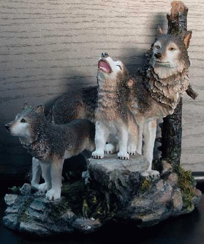 Drei Wölfe auf einer Landschaft