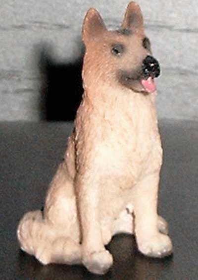 Sitzender Schäferhund