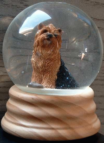 Spieluhr / Schneekugel mit Yorkshire Terrier
