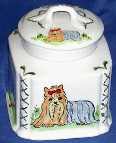 Dose mit Yorkshire Terrier