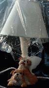 Bulldoggen-Welpen als Tischlampe