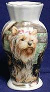 Vase mit Yorkshire Terrier Familie